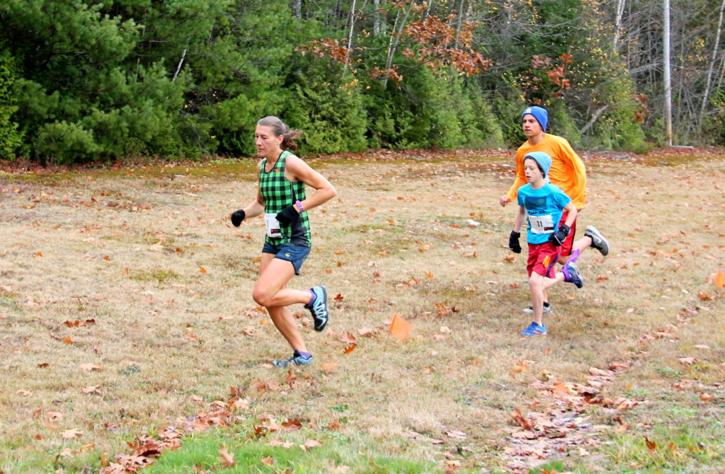 autumn trail race runners